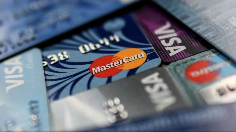 Россияне стали активнее уходить в минус по банковским картам