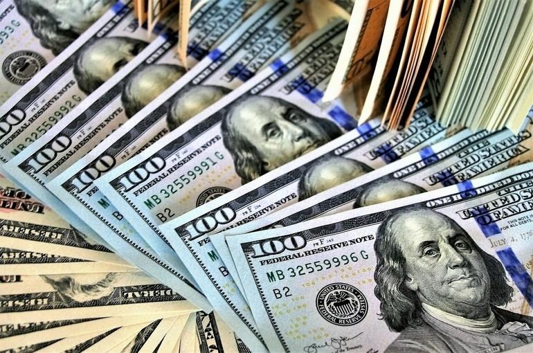 Аналитик посоветовал россиянам вложиться в валюту