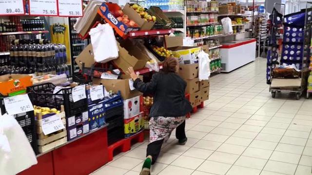 Что делать, если в магазине заставляют платить за испорченный товар?
