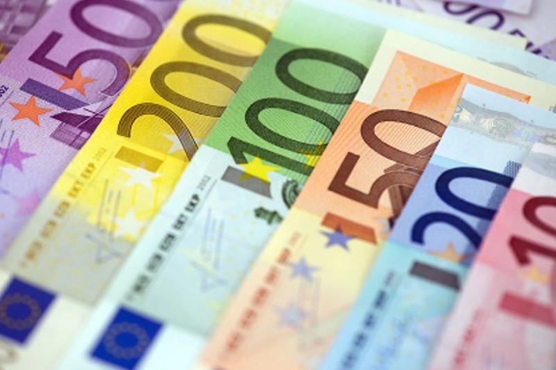 Доллар дешевеет к евро и растет в паре с иеной От IFX