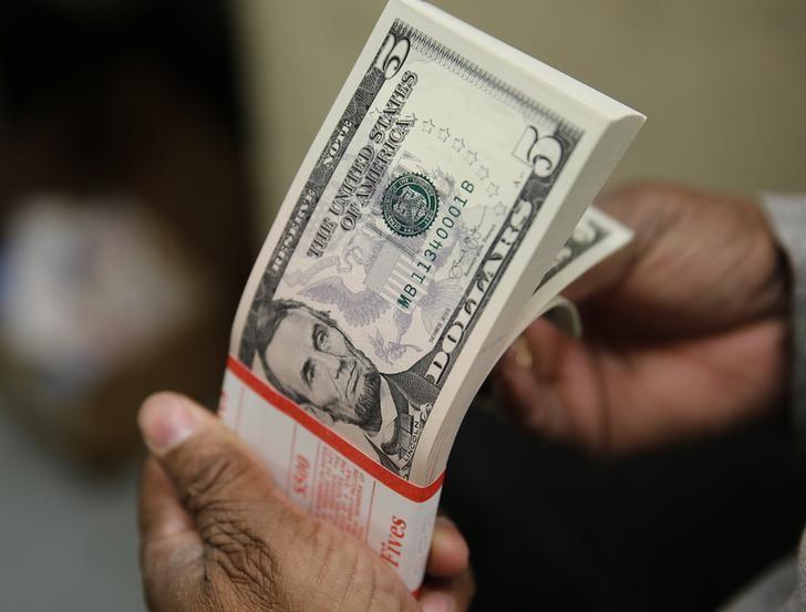 Доллар дорожает к основным мировым валютам  От IFX
