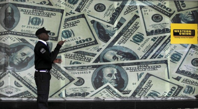 Доллар растет после заседания ФРС, может показать лучшую неделю с осени От Reuters
