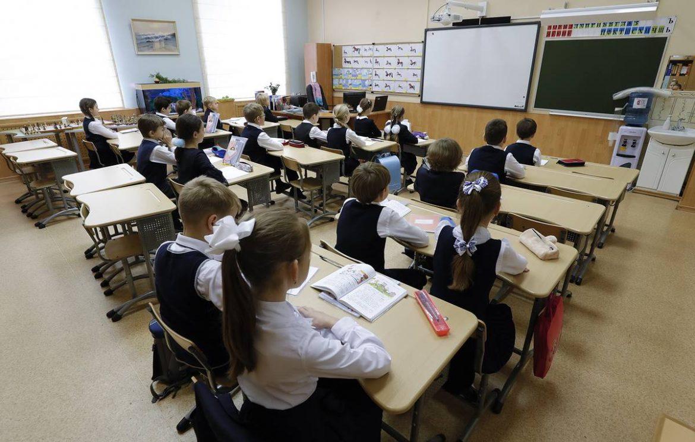 Обратиться за выплатой на детей-школьников можно до конца октября