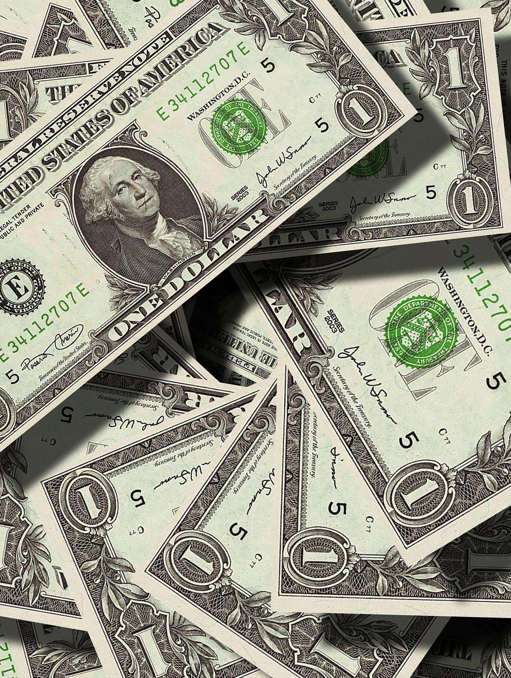 Почему нужно запасаться долларами: финансист назвал причины
