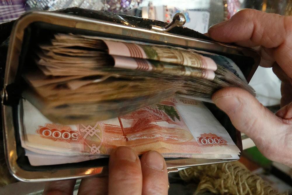 Верховный суд разъяснил, когда приставы не могут списывать деньги с вкладов