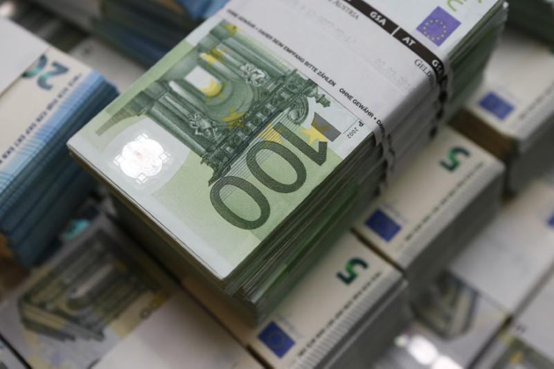 Доллар дешевеет к евро и иене после публикации протокола июньского заседания ФРС От IFX