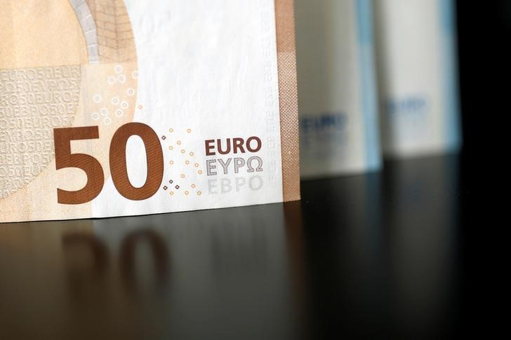 Доллар и евро торгуются на «Московской бирже» вблизи уровней закрытия вчерашней сессии От IFX