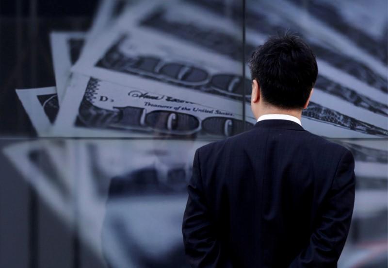 ЦБ РФ установил курс доллара США на сегодня в размере 72,7171 руб., евро — 85,988 руб. От IFX