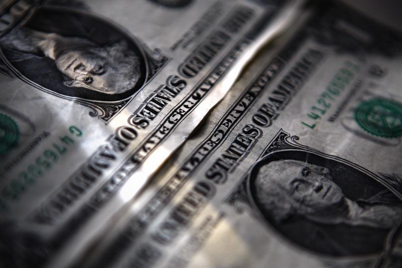 Cредний курс покупки/продажи наличного доллара в банках Москвы на 13:00 мск составил 72,61/74,01 руб. От IFX