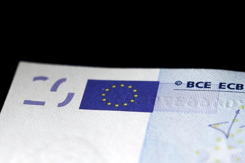 Доллар на «Московской бирже» торгуется на уровне  73,34 руб., евро — 86,06 руб. От IFX