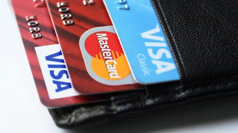Экономист Твердохлеб объяснил, почему в России подорожало обслуживание кредитных карт