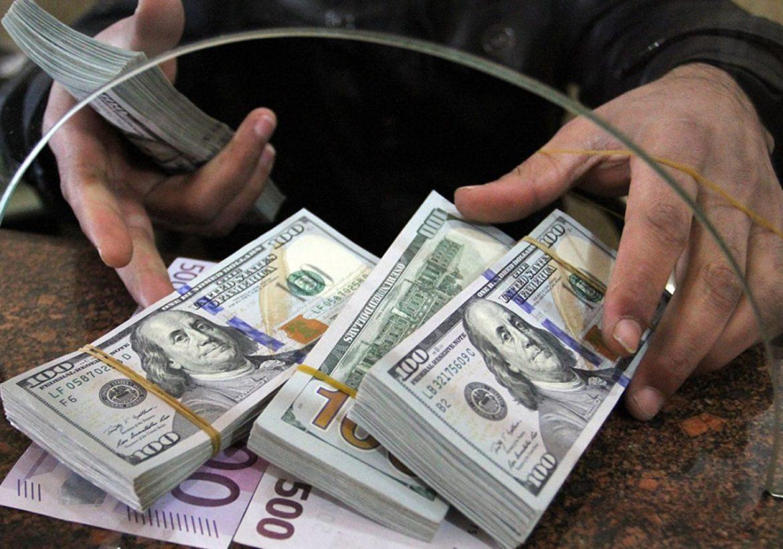 Россияне забрали из банков 13 млрд долларов: что происходит?