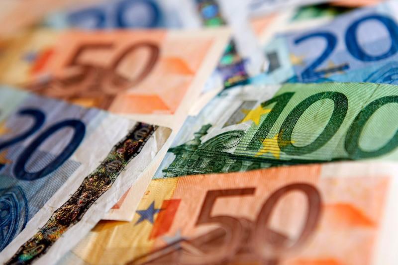 Средний курс евро со сроком расчетов «завтра» по итогам торгов составил 85,9812 руб. От IFX