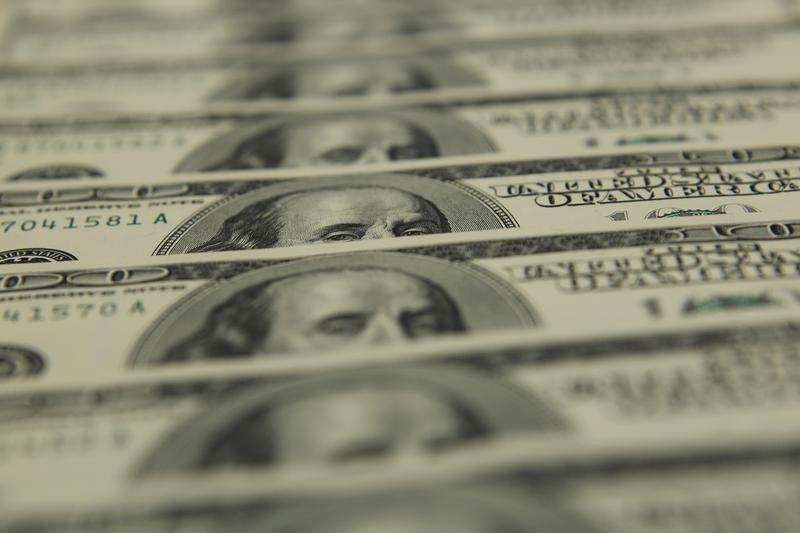 За первые пять минут торгов курс доллара США понизился  до 73,3397 руб. От IFX