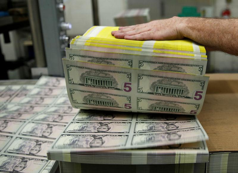 Cредний курс покупки/продажи наличного доллара в банках Москвы на 16:00 мск составил 71,94/73,25 руб. От IFX