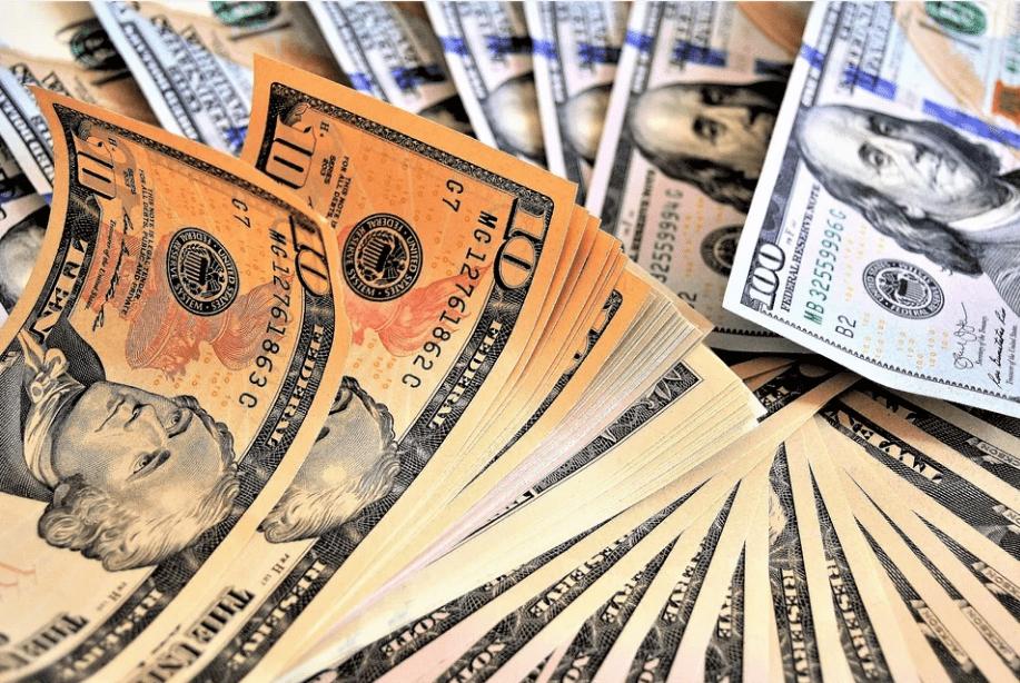 Вкладываем деньги в деньги: в какой валюте лучше хранить накопления новичкам